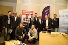 Un groupe de bénévoles de l'équipe d'organisation de l'Autre Cercle