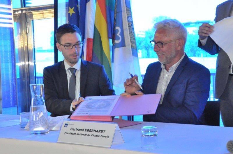Signature charte d'engagements LGBT à la Mairie de Montpellier